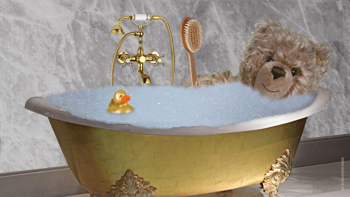 Teddy-König Opa I. in der Badewanne